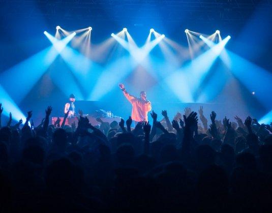 photo du concert de l'artiste Dinos à la vapeur